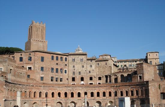 La tour pench e de rome foto di torre delle milizie for Piscina g s roma 53 roma