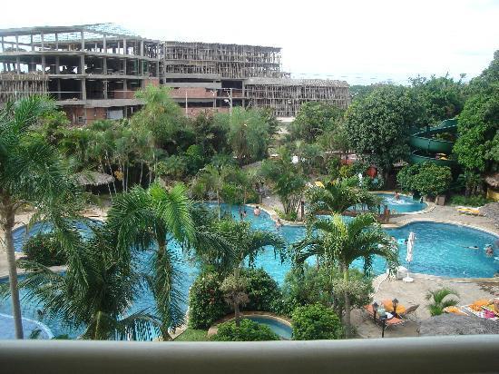 Camino Real Hotel: Vista panoramica de la piscina de la habitacion.