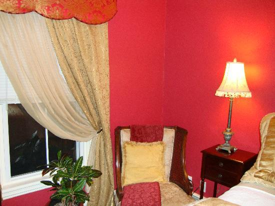 Arbor View House Bed & Breakfast: The Romantiv Rosé Room