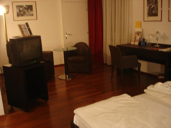 Moevenpick Hotel Touring: la mia camera molto ampia