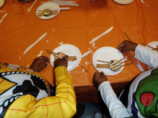 Long Island Children's Museum : Making an edible craft on halloween