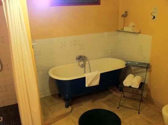 Cap de Castel: baignoire en plus de la douche