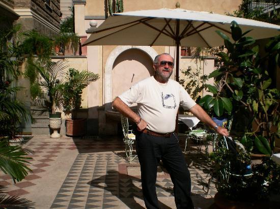 Hotel Emona Aquaeductus: Parte del jardín donde se puede desayunar