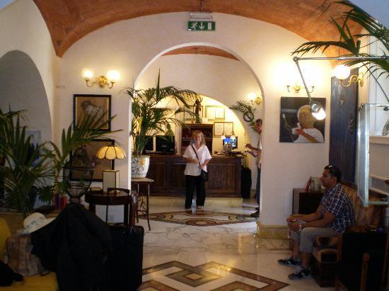 Hotel Emona Aquaeductus: Recepción