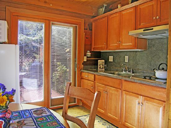 The Canyon Wren - Cabins for Two: Why go out when you can have a romantic dinner for two