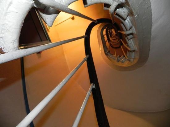 Hotel Bonsejour Montmartre: Escalera para los 5 pisos