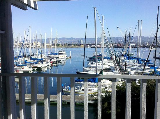 Marina Village Inn : The view is to die for. I would go back just to spend the day on the porch