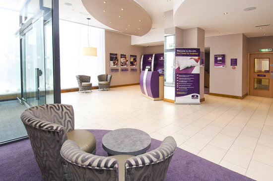 Premier Inn London City (Old Street) Hotel: Reception Area