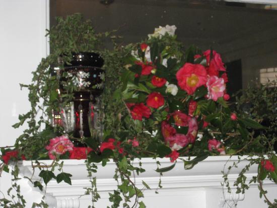 بست ويسترن بلاس ويندسور هوتل: Dining Room Flowers