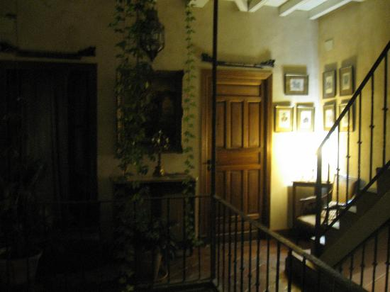 hostal puerta carmona: