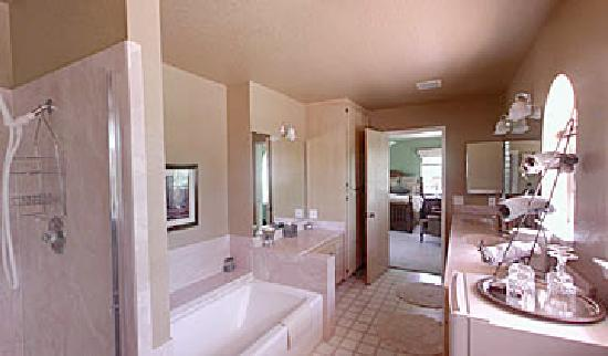 Casa Lana Bed & Breakfast: Palisades bathroom