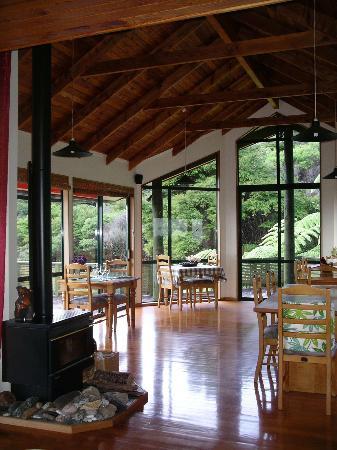 Buffalo Lodge: Dining room - magic views, and beautiful workmanship and art
