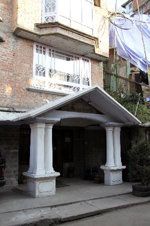 Snow Lion HomeStay: Snow Lion front entrance