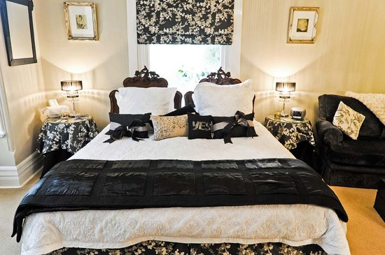 Melba House Boutique Bed & Breakfast: Dame Nellie Suite
