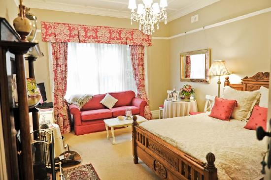 Melba House Boutique Bed & Breakfast: Dame Edna Suite