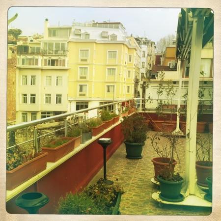 Dara Hotel Istanbul: террасса
