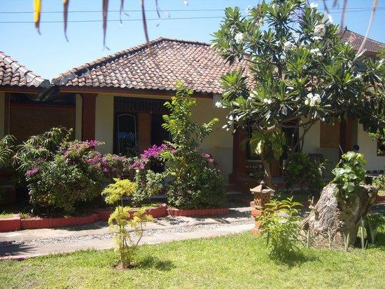 Sri Homestay: our air con room