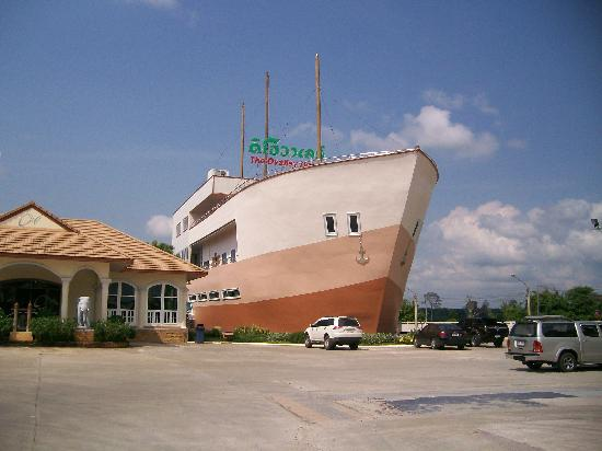 Province Surat Thani, Thajsko: Service Station Hotel on the highway January 2012