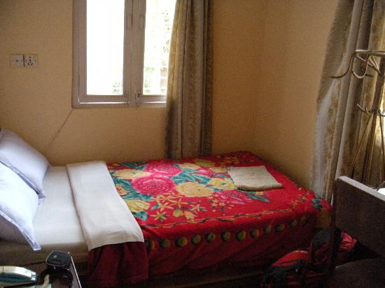 Kathmandu Peace Guest House: Single bed room