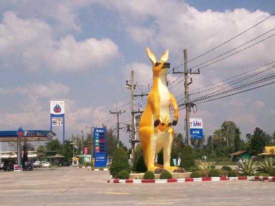 Chumphon Province, Tailandia: Service Station Entry - January 2012