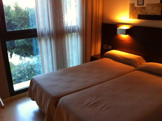 أبارتمنتوس توريستكوس رويال مارينا جاردنز: Two twin beds in the bedroom.