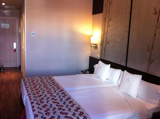 Hotel Paseo del Arte: More of the beds.