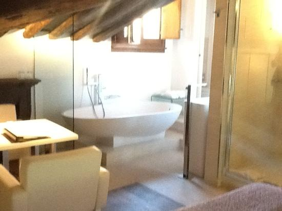 Gigli d'Oro Suite: suite bathroom
