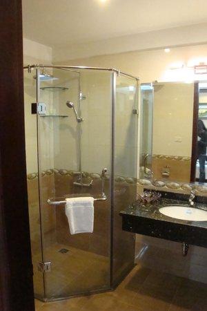 Pearl Suites Hanoi Hotel: washroom