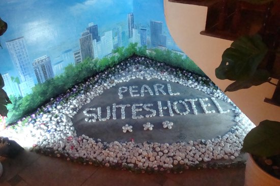 Pearl Suites Hanoi Hotel: cute decor at eatery area