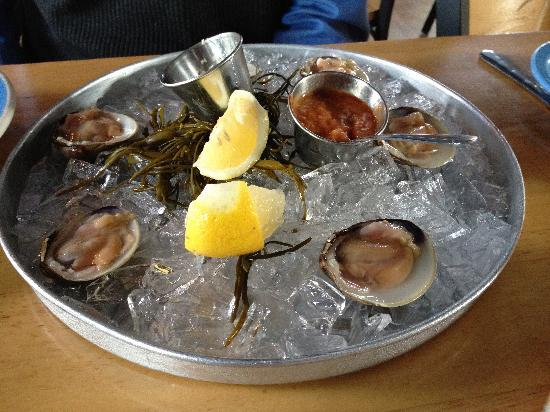 Blue-Eyed Crab Grille And Raw Bar : delicious lunch!