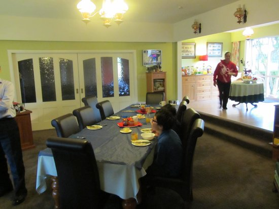 Gladsome Lodge Bed & Breakfast: Dining area