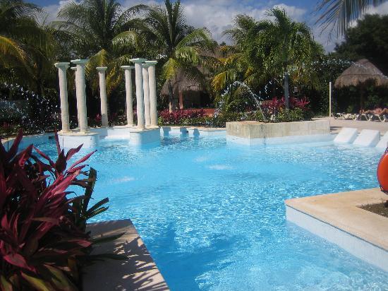 chillaxin picture of grand palladium white sand resort. Black Bedroom Furniture Sets. Home Design Ideas