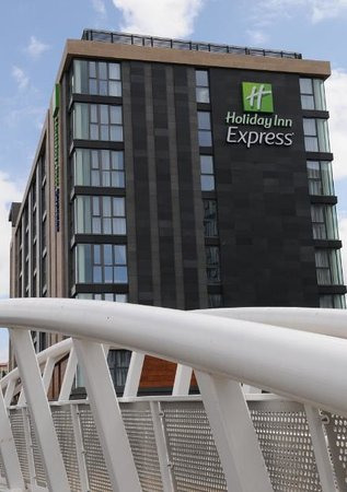 Holiday Inn Express Sheffield City Centre: Located by River Don