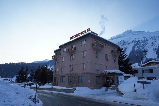 Sporthotel Samedan: Hotel Aussenansicht