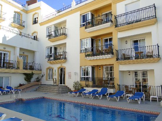 Toboso apar-turis Hotel: pool view