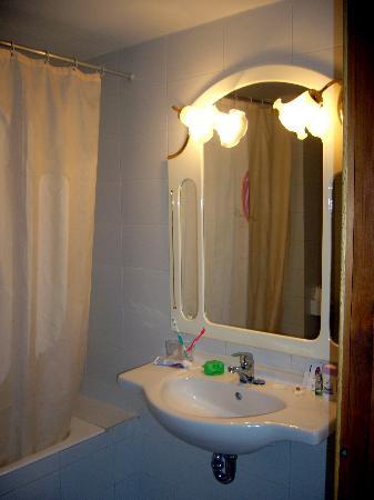 Hotel JS Sol de Ca'n Picafort: Our bathroom