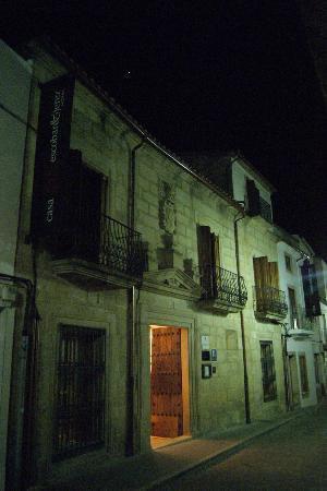 Casa Escobar & Jerez: La fachada de noche