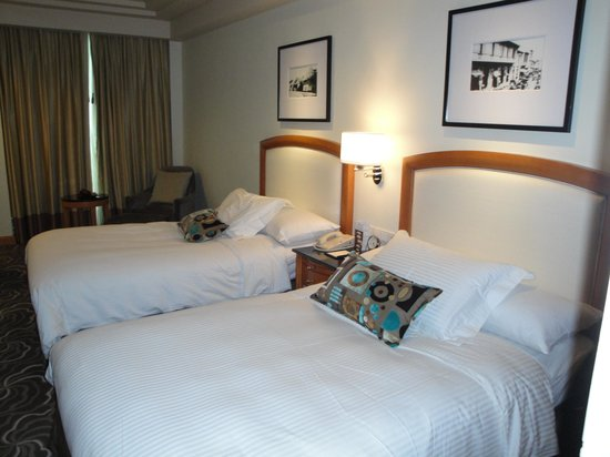 Pan Pacific Manila : beds in twin-sharing