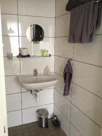 B&B Bethany: The bathroom 2