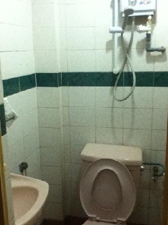 Alamanda Hotel Petaling Street: mini bathroom. bedroom wouldn't fit in the photo!