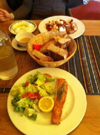 Agiu Georgiu: grilled salmon, home-baked bread, chicken tiguana, tzatziki