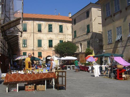 Albergo Rosita: Finale Ligure (Borgo)/ Altstadt