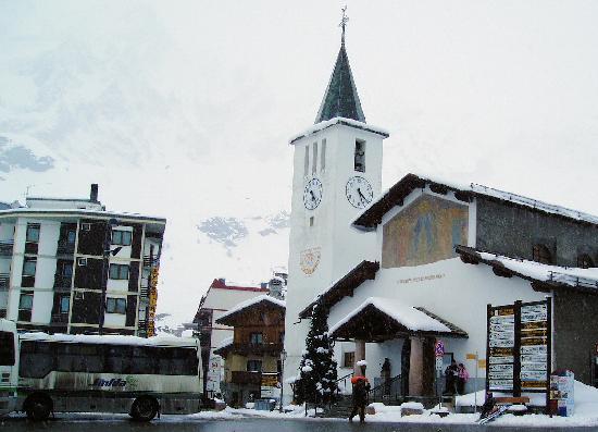 Club Med Cervinia: village