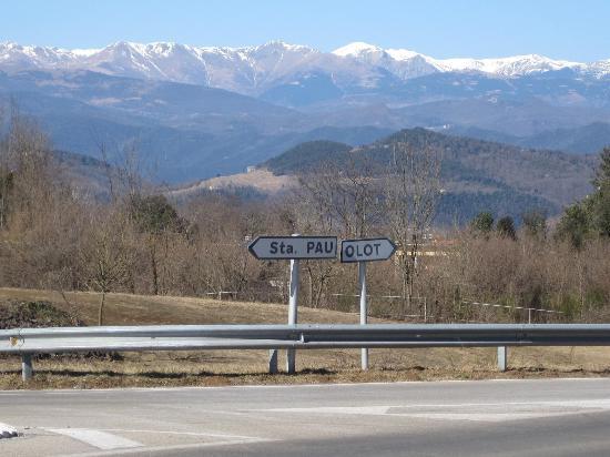 Mas Pelegri: view of Pyrenees on way to Olot