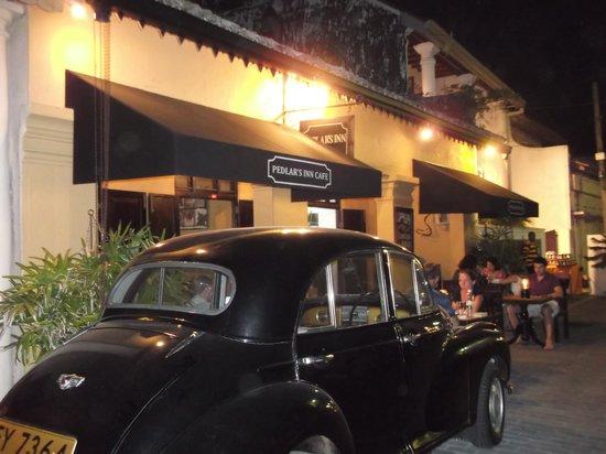 Pedlar's Inn Cafe : At night