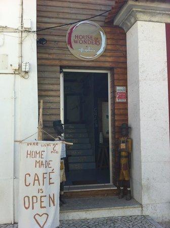 Cafe Galeria House of Wonders: entrance