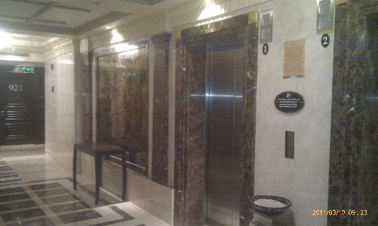 Holiday Villa Madinah: Hallway Lifts
