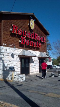 Round Rock Donuts: Outside picture
