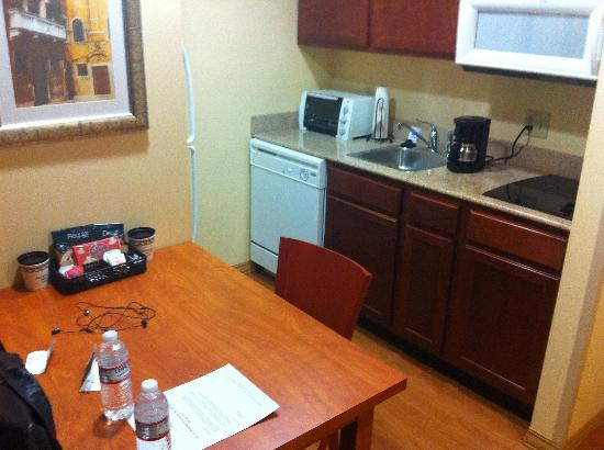Homewood Suites Dulles - North / Loudoun: Kitchen