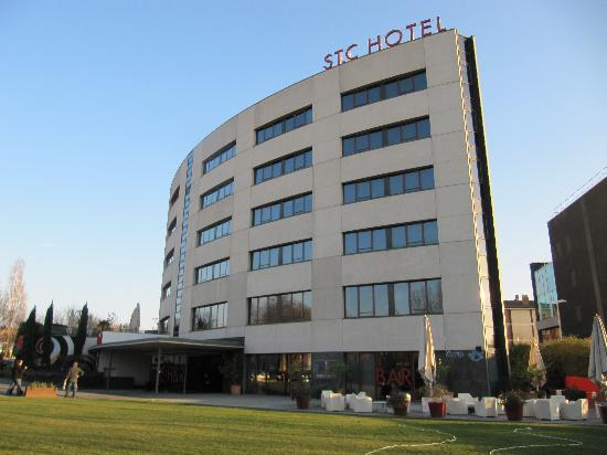 Hotel Sant Cugat: Front of Hotel